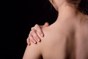 Ont i axeln och impingement ger smärta i och utsida axeln