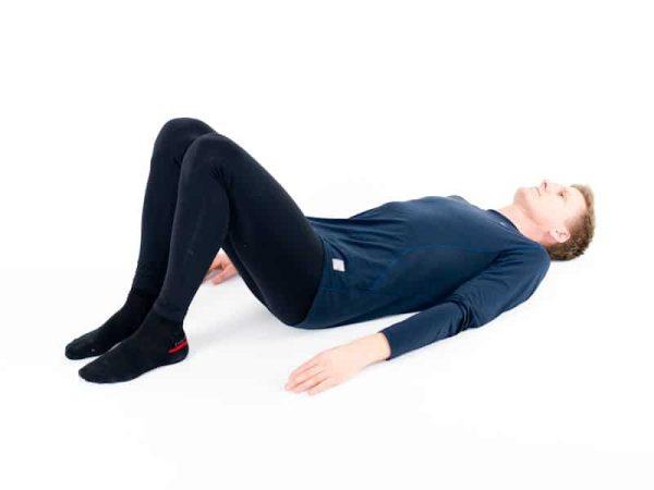 Ryggliggande med böjda knän. Utgångsposition och viloposition vid ont i ryggen.