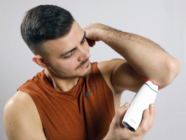 Röd laser självbehandling armbåge